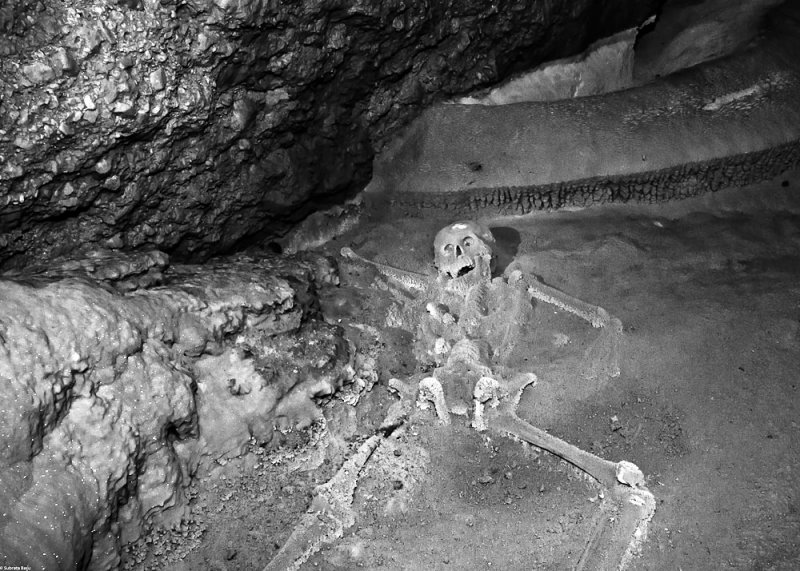 girl-skeleton.jpg