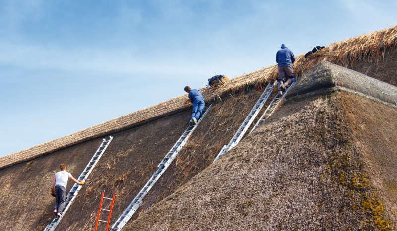 Thatching a 160ft Barn