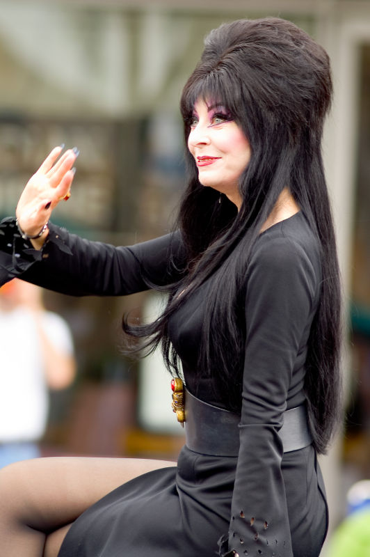 California - Los Angeles - Pride 2006 Parade - Elvira, Mistress of the Dark