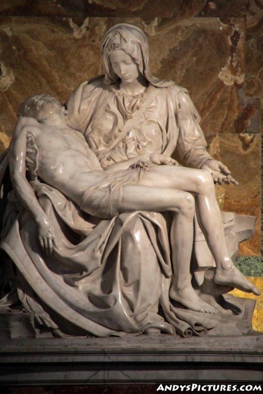 Michelangelos Pietà - inside St. Peters Basilica