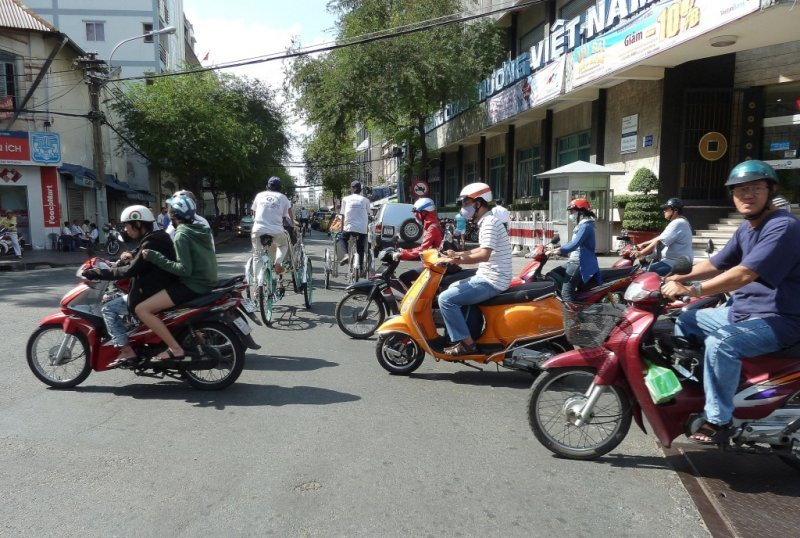 Mopeds Competing with Pedicabs for Right of Way