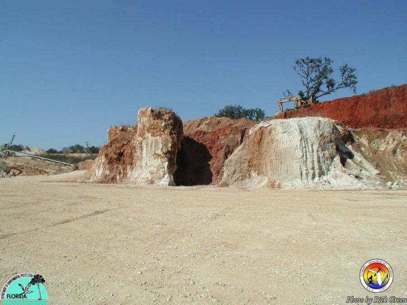 Paleokarst - Jones Pit, Jackson County.jpg