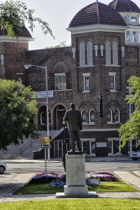 MLK facing the 16th street Baptist church