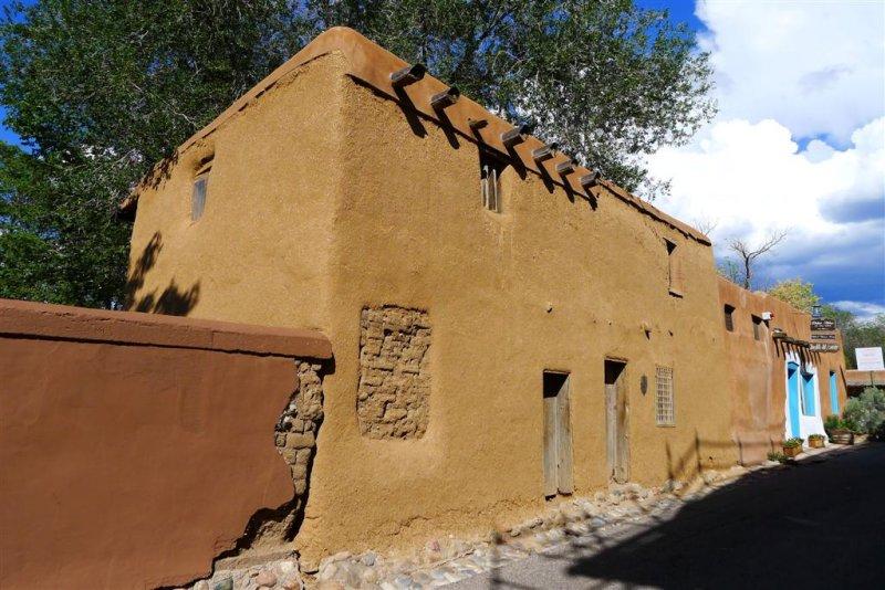 901 Oldest House.jpg