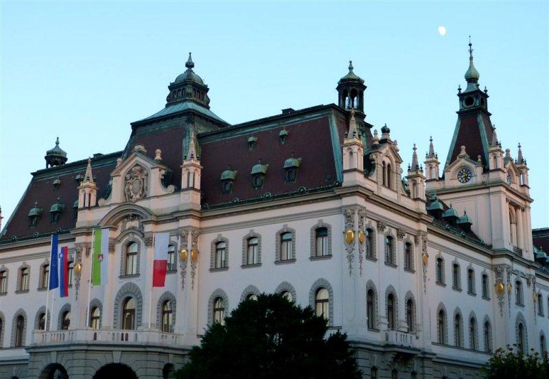 256 University of Ljubljana Dezelni dvorec.jpg