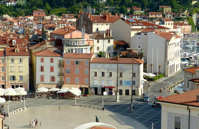 409 Tartinijev trg, Piran.jpg