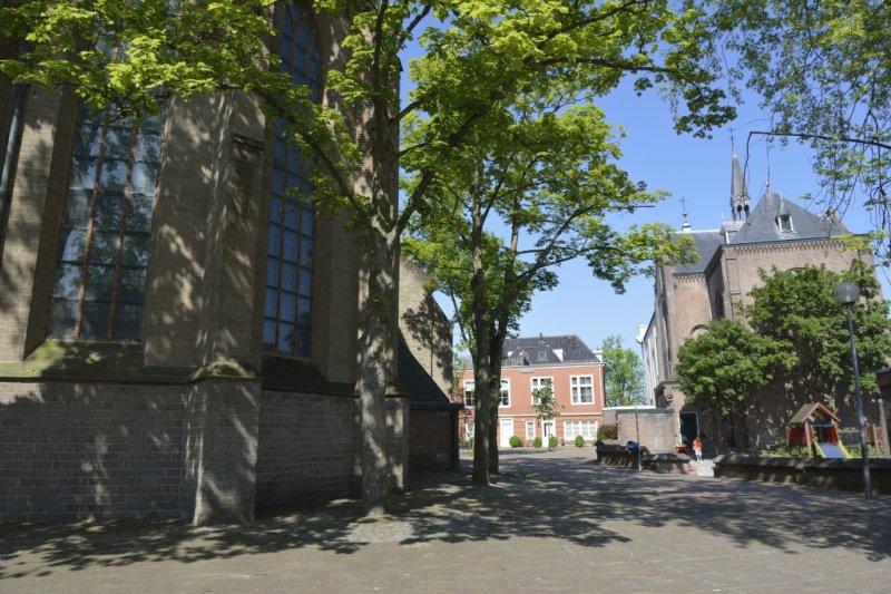 Muiden, prot gem st Nicolaaskerk 37 [011], plus RK h Nicolaaskerk, 2012.jpg