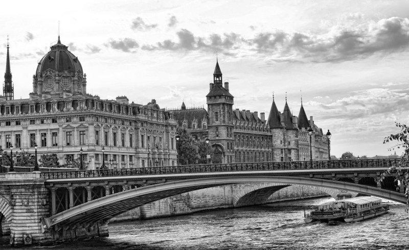 ParisLouveNDame-136 blk.jpg