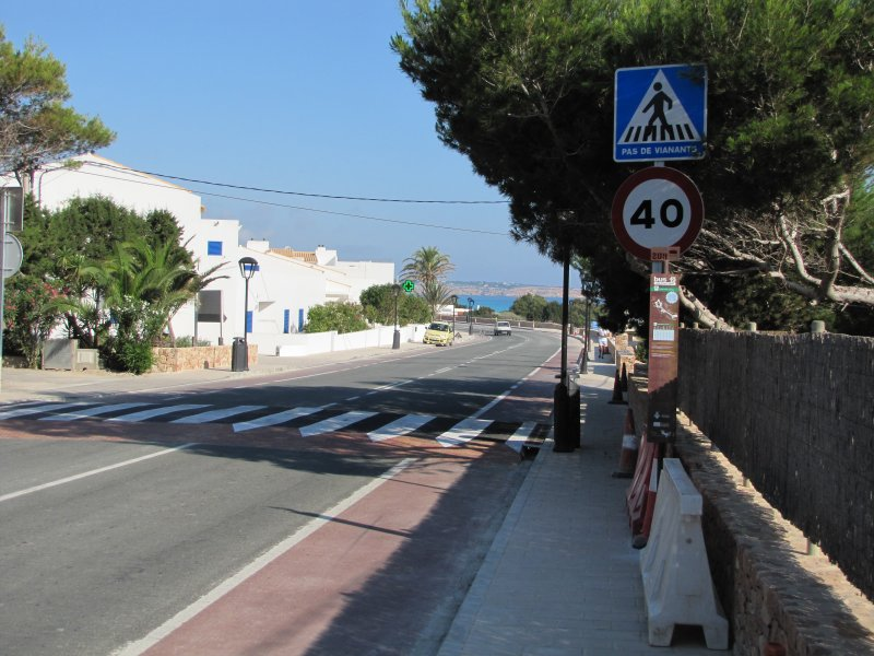Crazy Place for Bus Stop - Buses Obscure Speed Restriction & Crossing