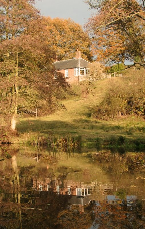 Cottage  reflected  in  River  Medway.