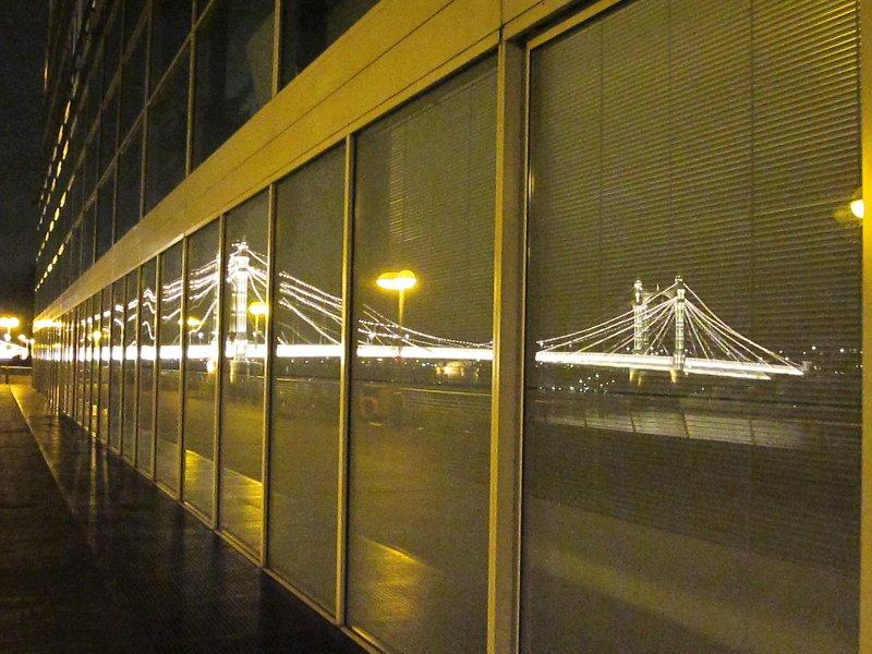 Albert  Bridge  reflected / 2