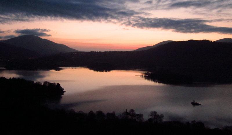 Dawns  early  light.