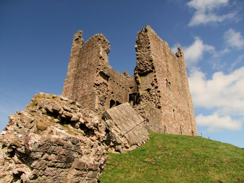 Brough  Castle / 3