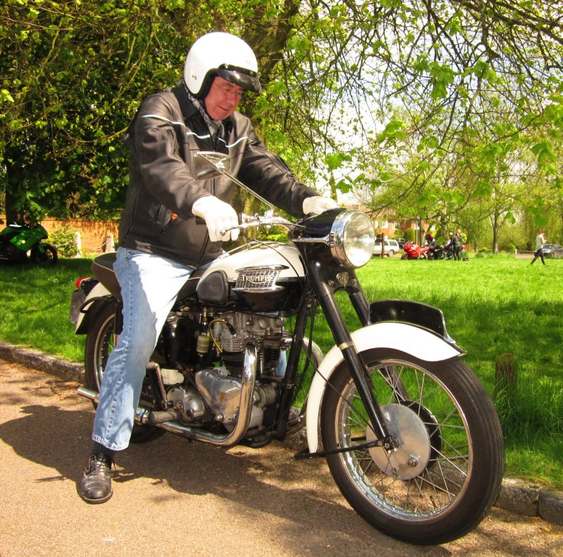 Triumph  750cc single carb.