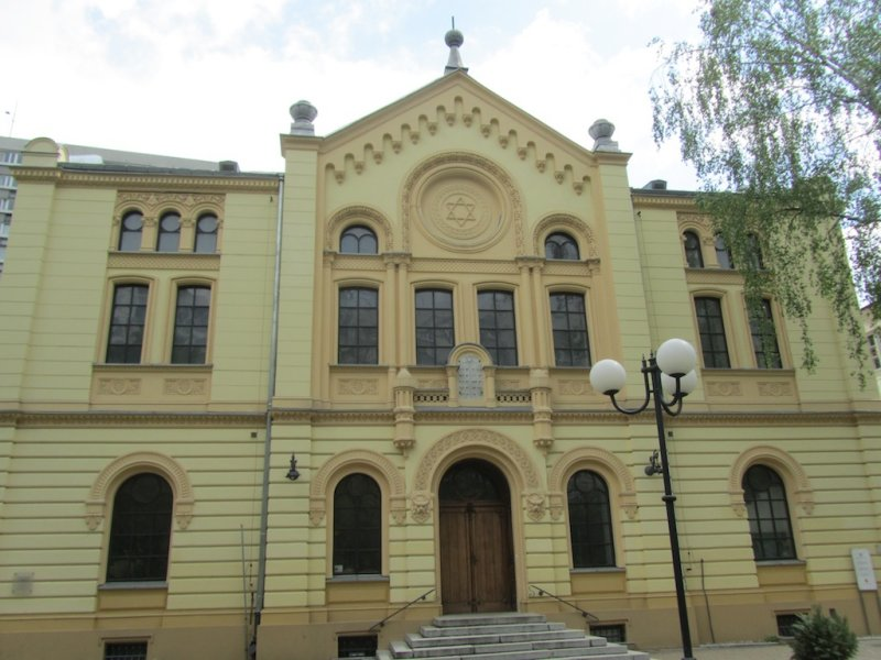 the Nozyk synagogue, the only city temple to survive the war