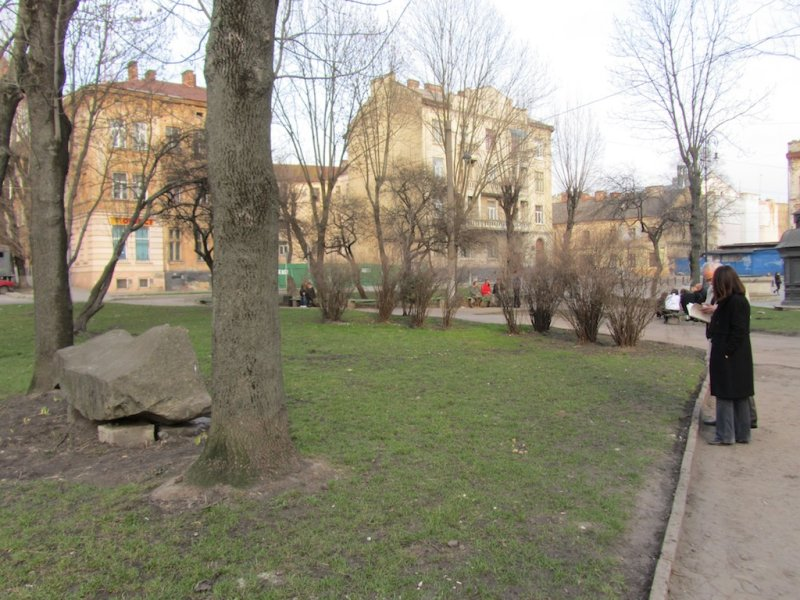 and the old rynok square marks another former synagogue site...