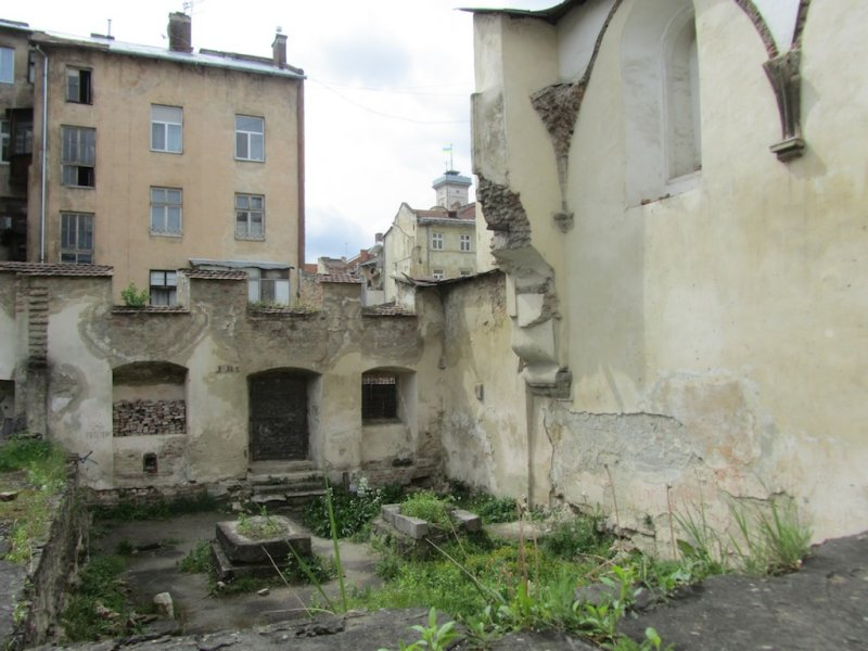 all that remains of the synagogue walls