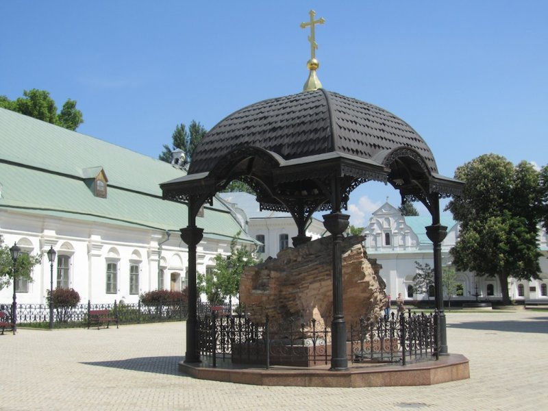 this architectural chunk was part of the original Uspenskiy cathedral, destroyed in WW2