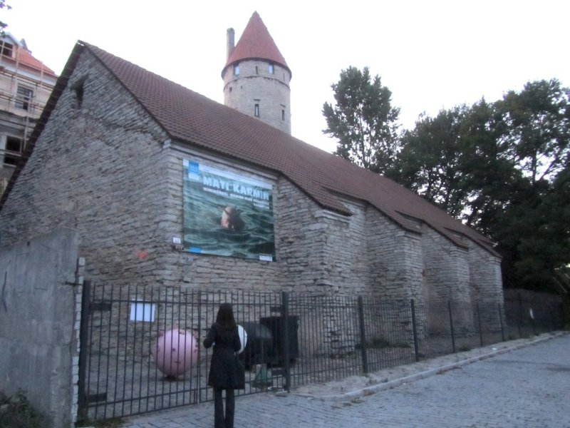 on the hunt for Jewish Tallinn; here in the old town, an abandoned synagogue