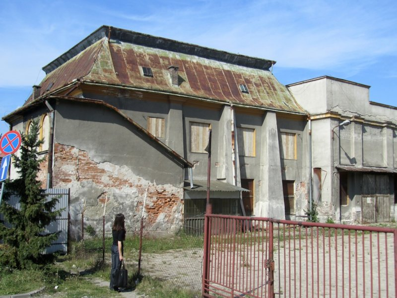 the former Zasanie synagogue west of the San river, now empty