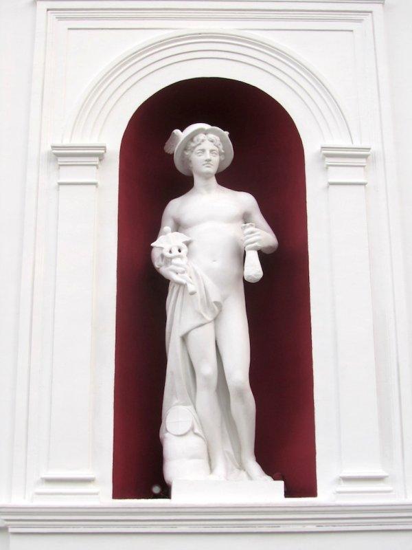 Mercury, one of the symbols of the city...