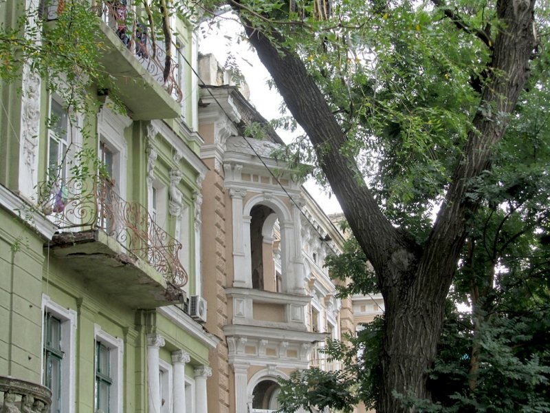 the next morning, we head up Preobrazhenska street, to a corner where there was a photo studio around 1905...