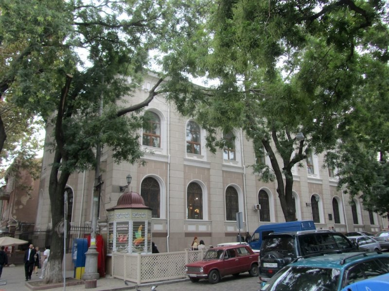 the 19th-c. Choral synagogue, converted to a sports hall under the Soviets...
