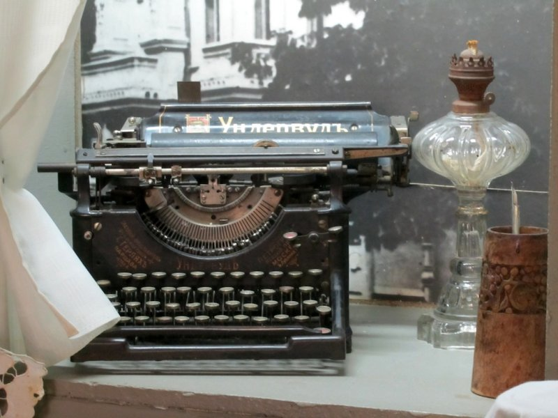 an Underwood typewriter from the era