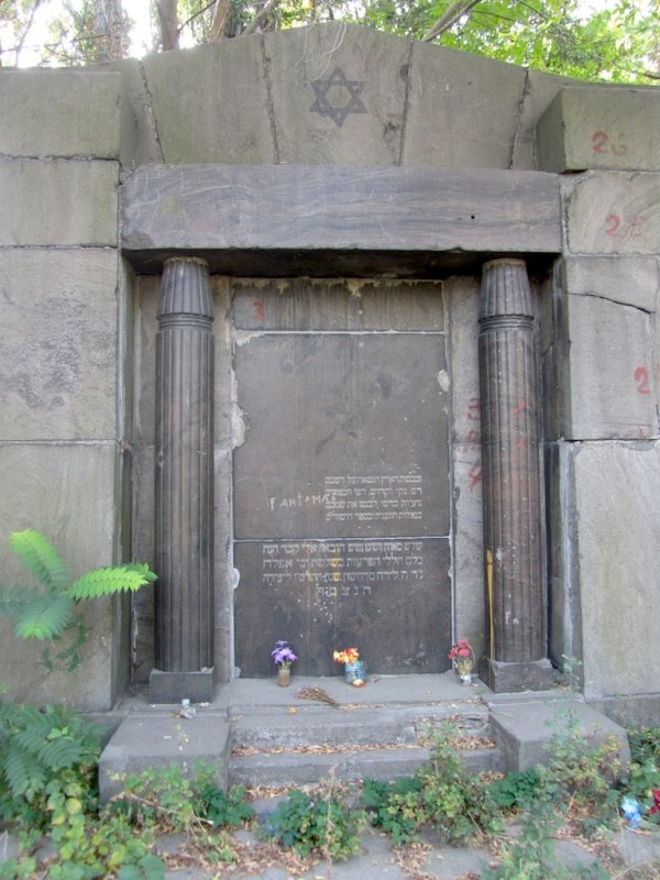 a memorial to the victimes of the 1905 pogrom