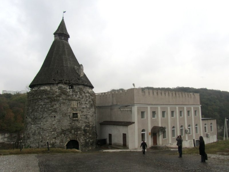 now in the old town, a fortress tower and a former synagogue