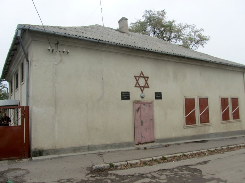 the next morning, we start at the synagogue