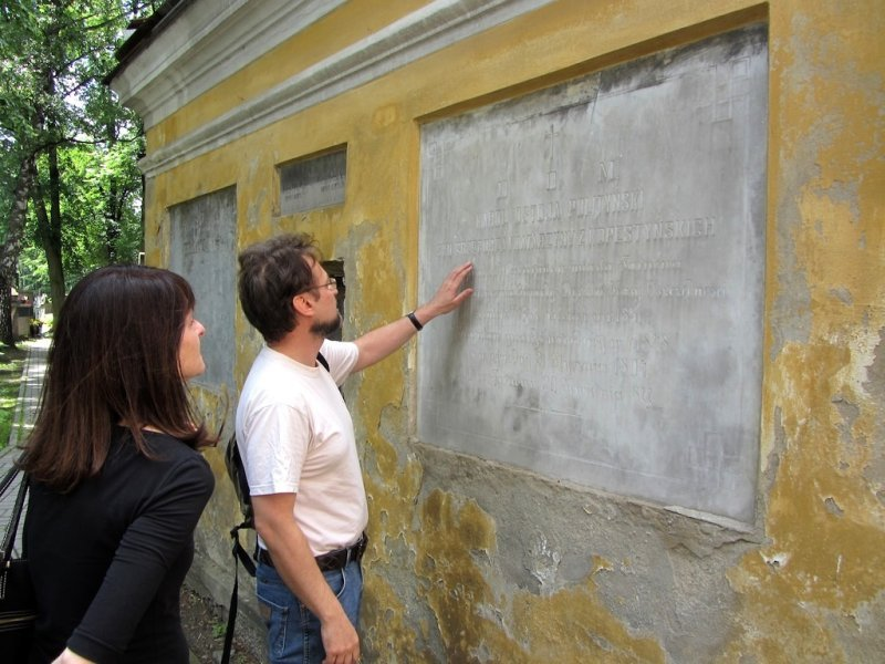 Witek translates an ancestors inscription for us