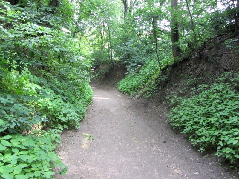 heres the citys famous ravines, a set of passages thru the hills around town