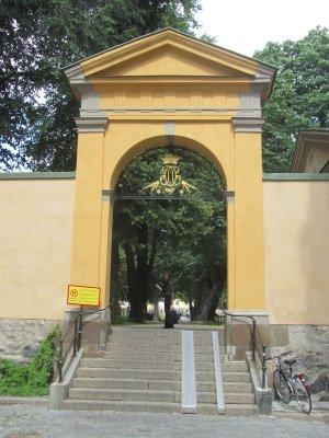 entering the churchyard of Katarina kyrka...