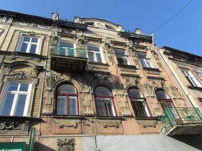 walking up Franciszkanska street...