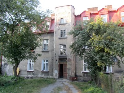 walking part of the wartime ghetto area, some buildings are witnesses