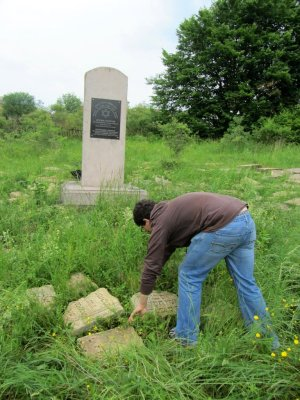 just before leaving town this time, we visit the new cemetery again to document the latest headstones