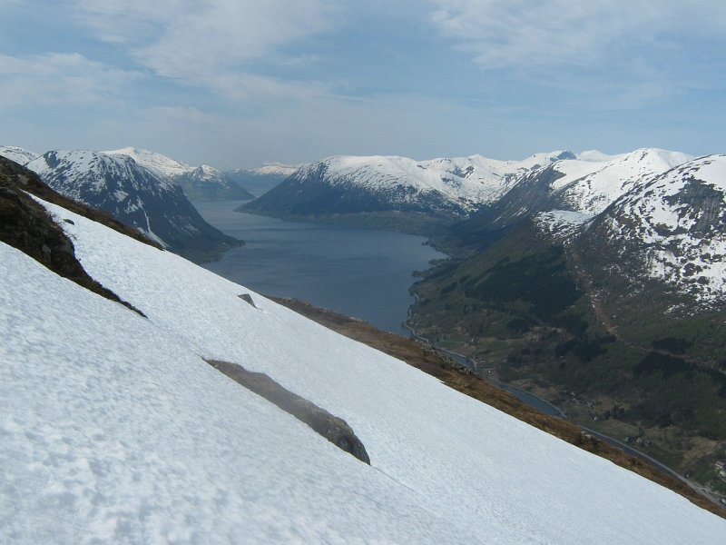 on the way down - fantastic view and spring snow:-)