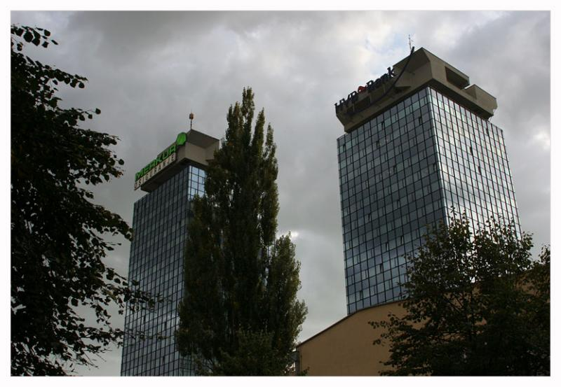 Glass and steel;Unis Towers