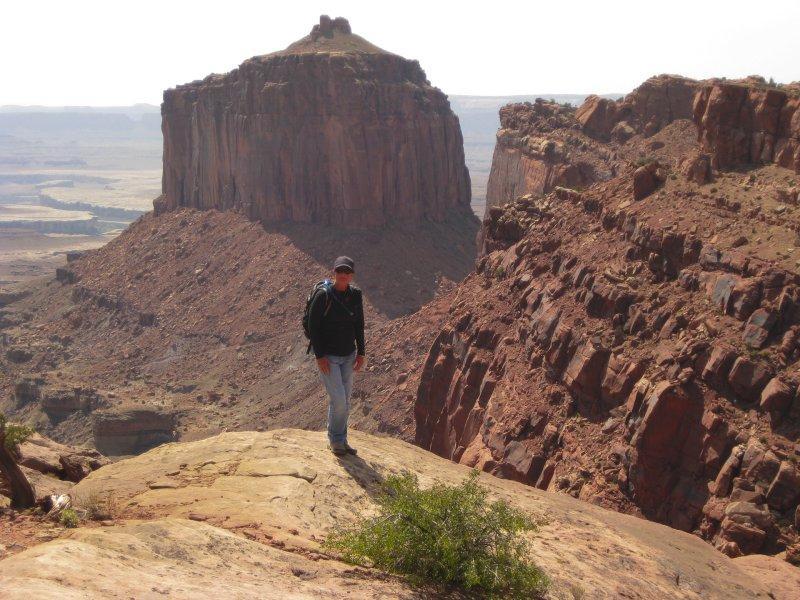 Hiking to False Kiva