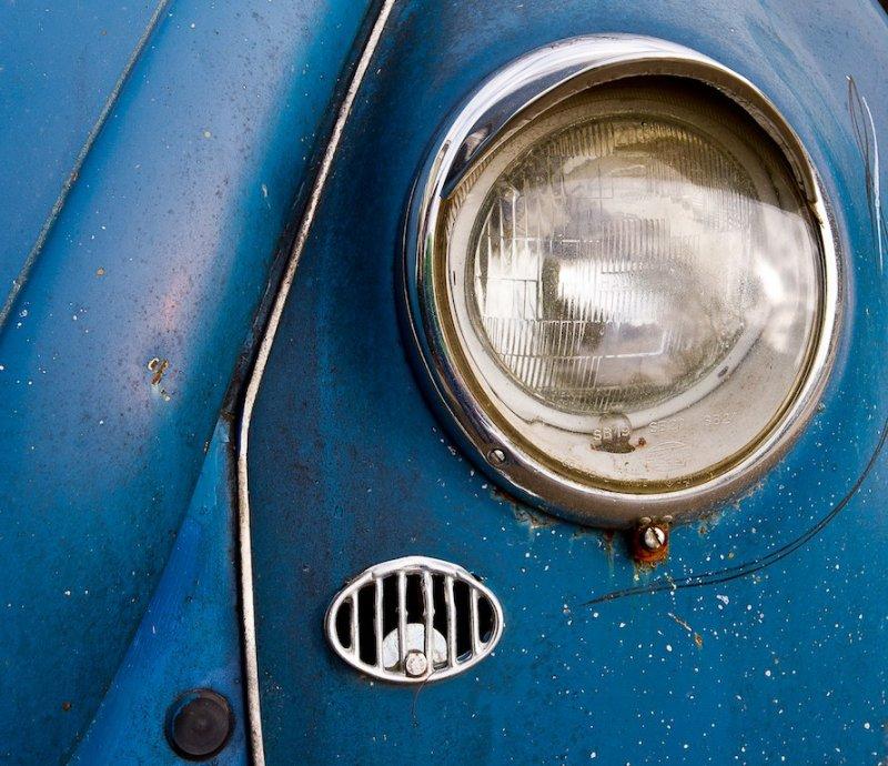 pbase 1965 VW bug  headlight  on  December 24 2011.jpg