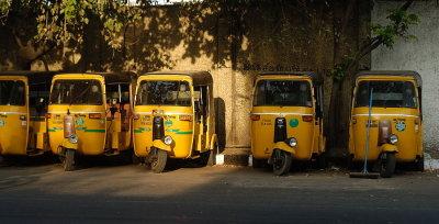 DSC_0431 auto rickshaw stand.JPG