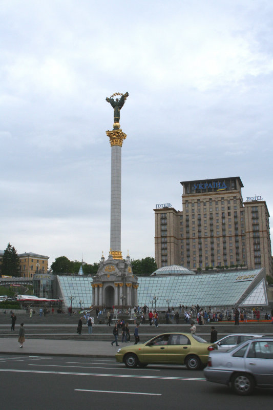 Ukrainia monument by Anatoly Kushch (2001) for the 10th anniversary of Ukraines independence.