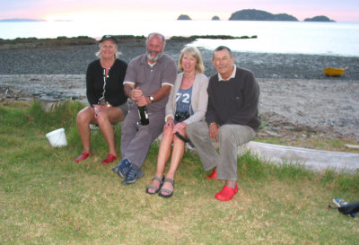 Our friends Pat & Tony (between Lyn and I) are from the UK. Somehow they found our campsite which is miles from anywhere.
