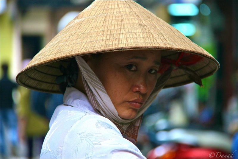 Hanoi - Woman with non ba tam