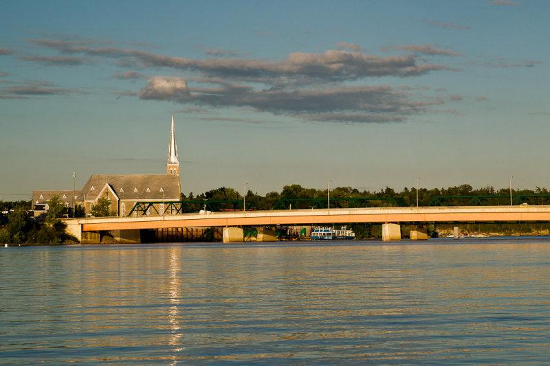 Église Saint-François-de-Sales et pont Lady-Aberdeen, Pointe-Gatineau