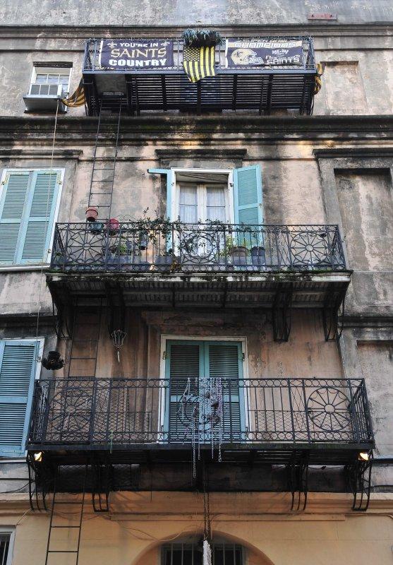 3 balconys
