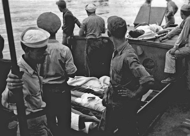 USS Indianapolis - Survivors on the USS Bassett - Looking into the ocean (6)