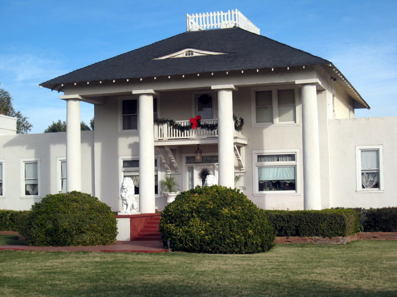 Nardini Manor