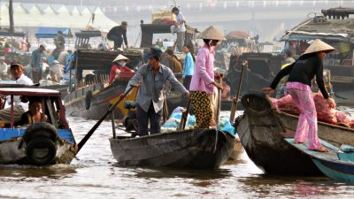 Floating market, Can Tho, Vietnam, 2008
